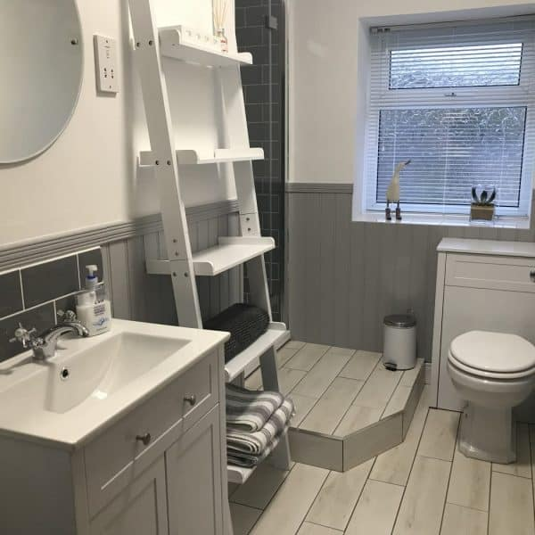 Stanegate Cottage in Northumberland. Karen's Kottages. dog-friendly. Bathroom
